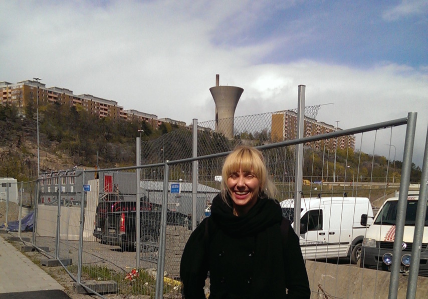 ©Ann Magnusson. Josefine Lyche besöker Vågdalen, Hammarby Sjöstad. Foto: Ann Magnusson. Beställare: Stockholmshem.